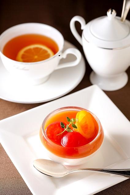 トマトのコンポート スープ仕立てでレアチーズのムースとご一緒に